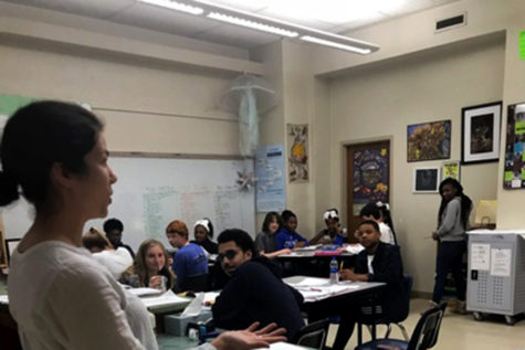 Rachel Norris spreads knowledge of the natural way of life to her Sophomore class. (photo by Jamaica Myton)