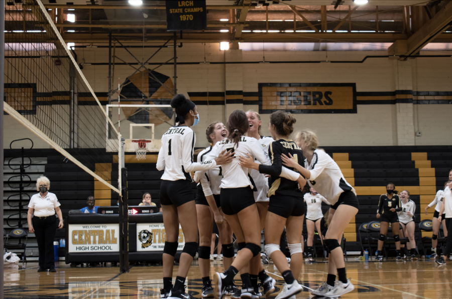 The+varsity+volleyball+team+celebrates+winning+a+point+against+Maumelle+at+home+Aug.+25.+